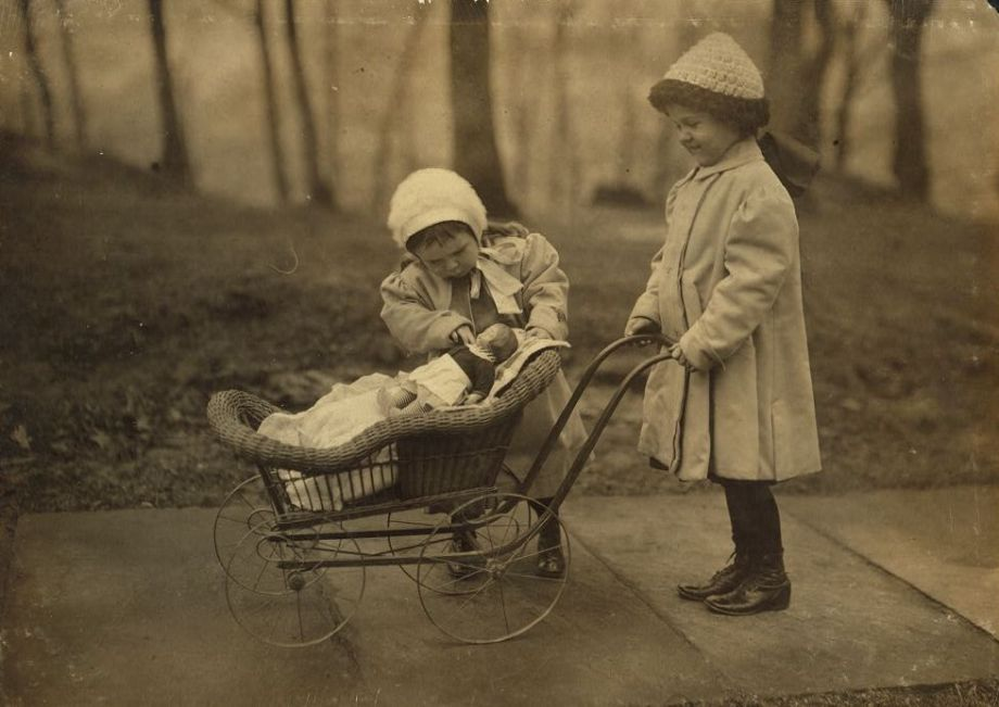 Lewis Hine, 'Children playing with Campbell Kid dolls' (1912)