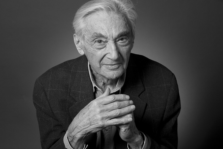 howard zinn 65279a peoples history essay Professor, author and political activist howard zinn, whose book a people's  history of the united states sold more than 1 million copies and.